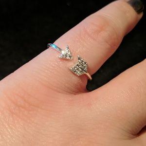 Jewelry - Delicate arrow ring